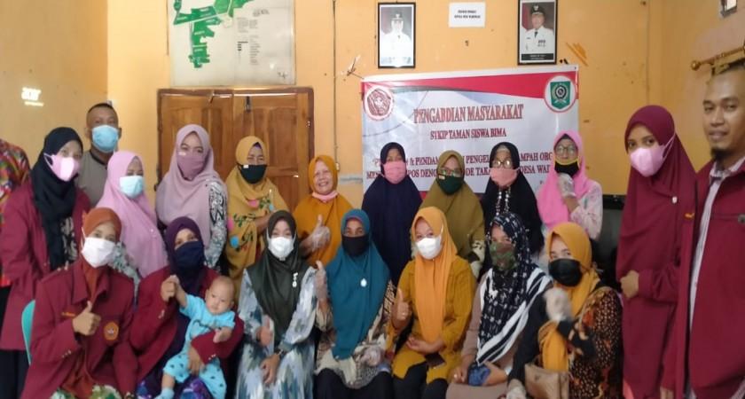 Ubah Sampah jadi Kompos, Tim PKM Ika Irawati Sukses Gelar Pelatihan Metode Takakura di Waduwani